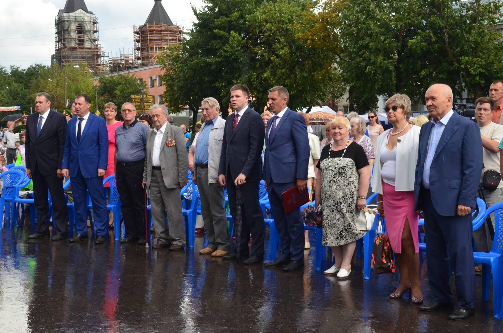 Представители властей и почетные граждане города Луги