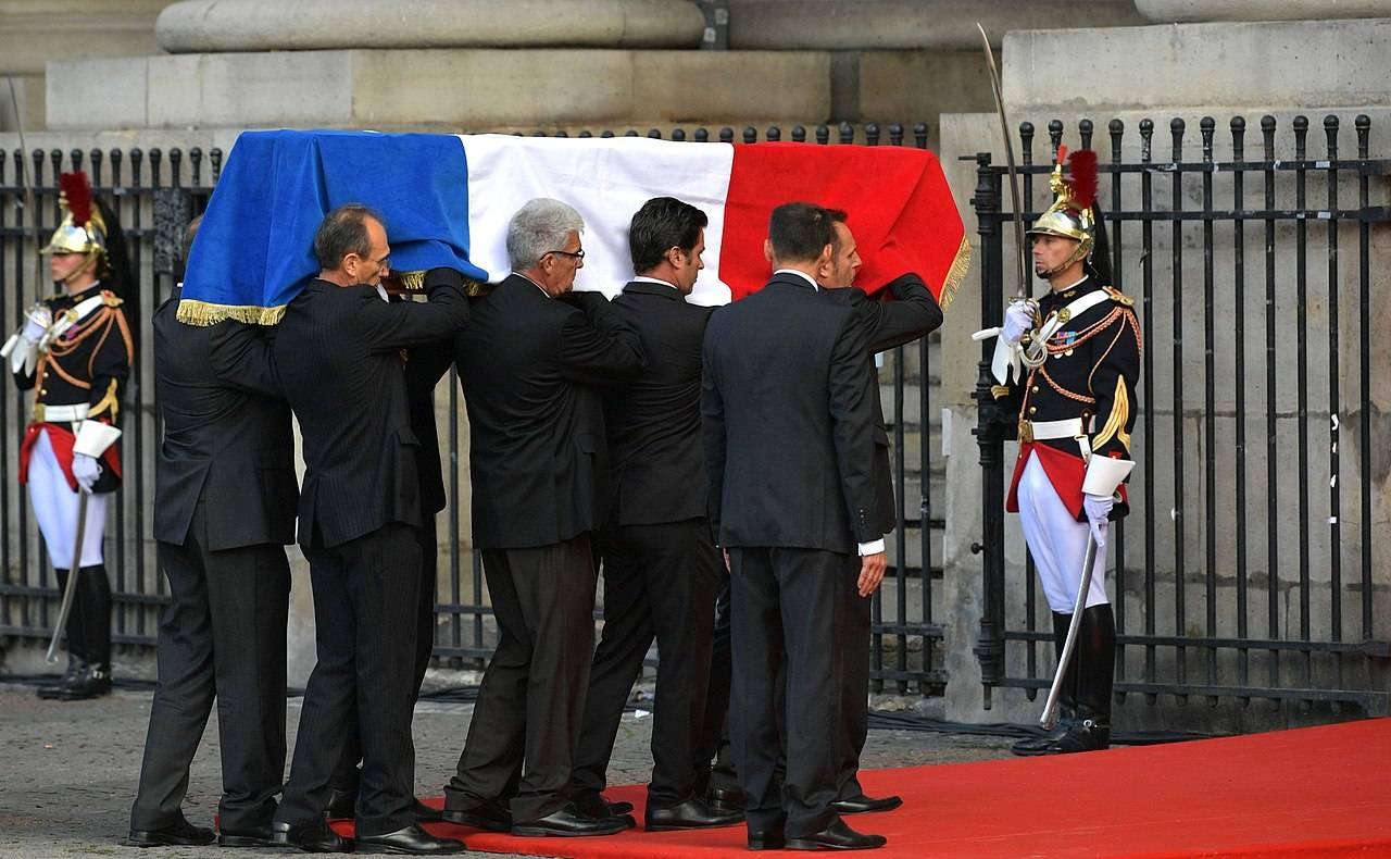 Перед началом траурной церемонии прощания. Собор Сен-Сюльпис в Париже