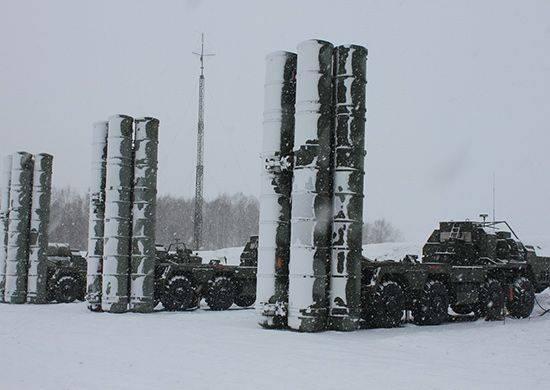 Боевые расчеты ЗРК С-400 Триумф заступили на боевое дежурство в