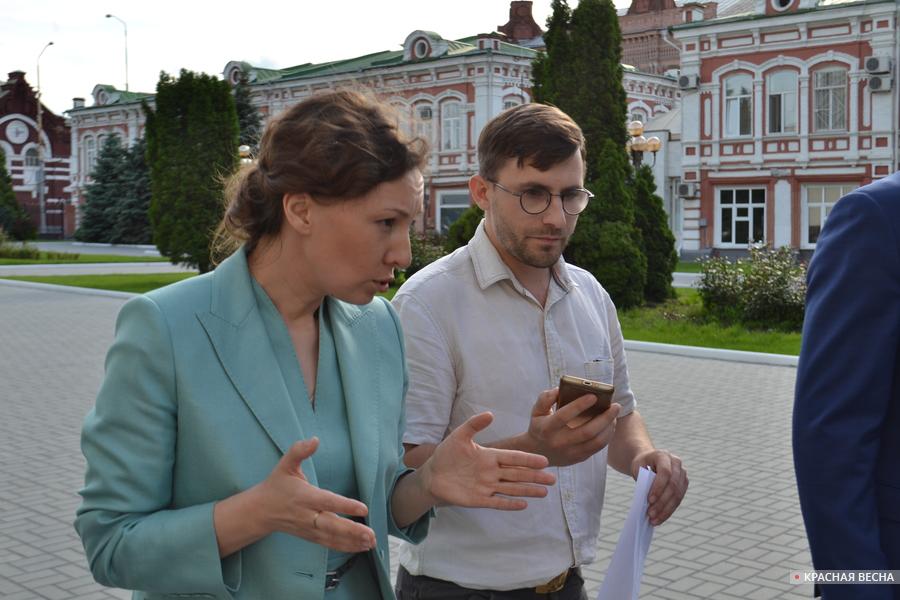 Анна Кузнецова отвечает на вопросы корреспондента ИА Красная Весна [(c) ИА Красная Весна]