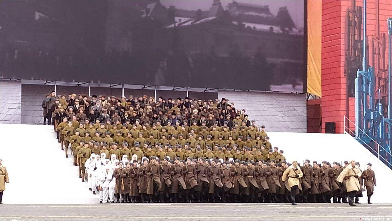 Курсанты первого курса Московского высшего общевойскового командного училища