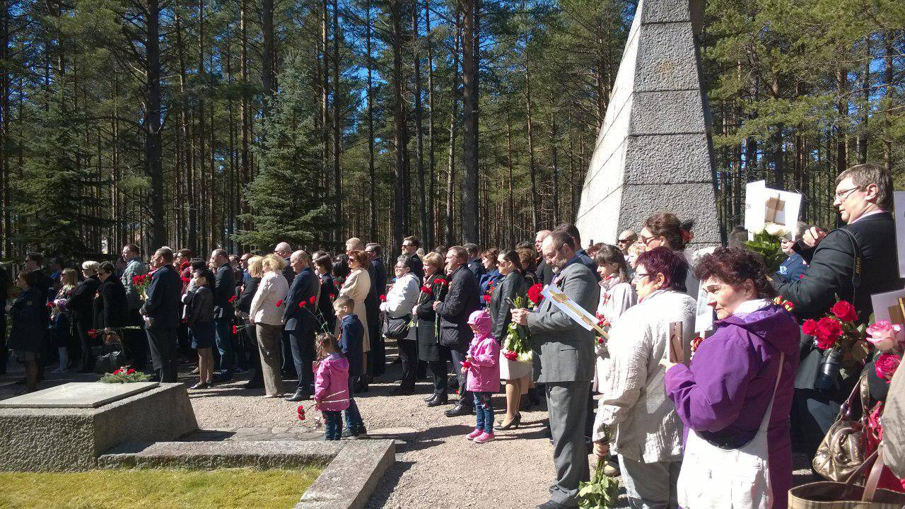 Возложение цветов на мемориальном кладбище полуострова Ханко, Финляндия. 9 мая 2018