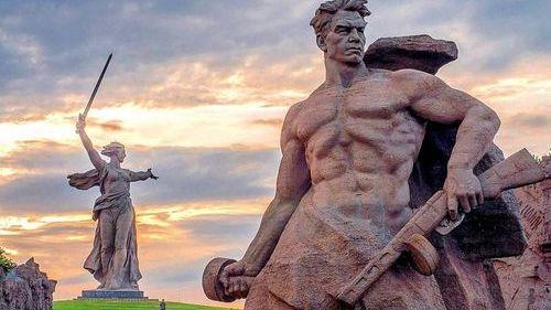 Мамаев курган и статуя Родины-матери в Волгограде