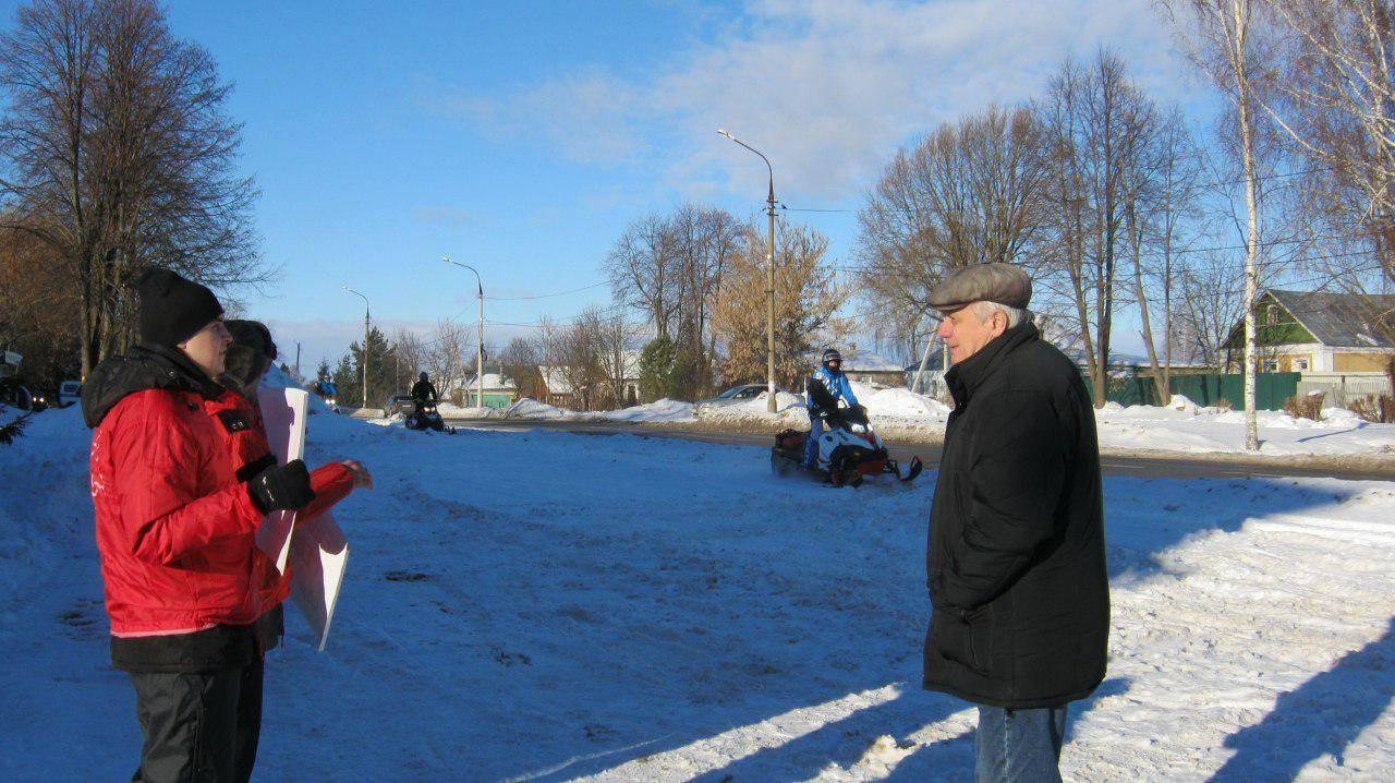 Пикет и снегоходы
