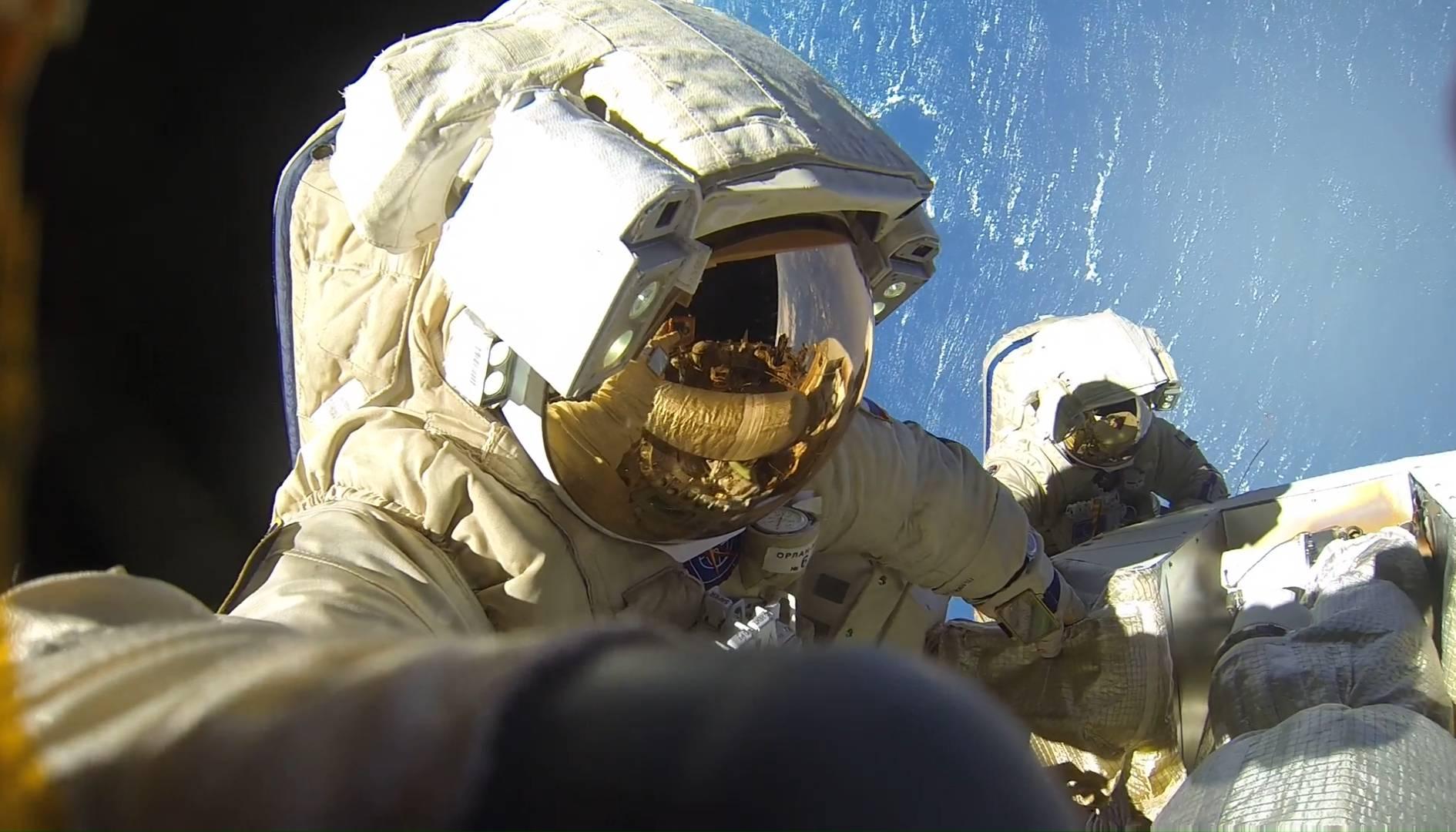 Выход космонавтов А. Мисуркина и А. Шкаплерова в открытый космос (ВКД-44)