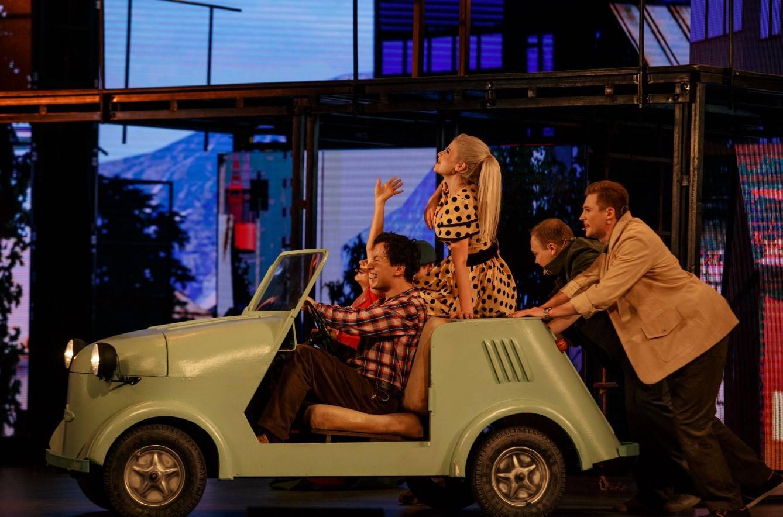 Сцена из мюзикла группы Motor-roller