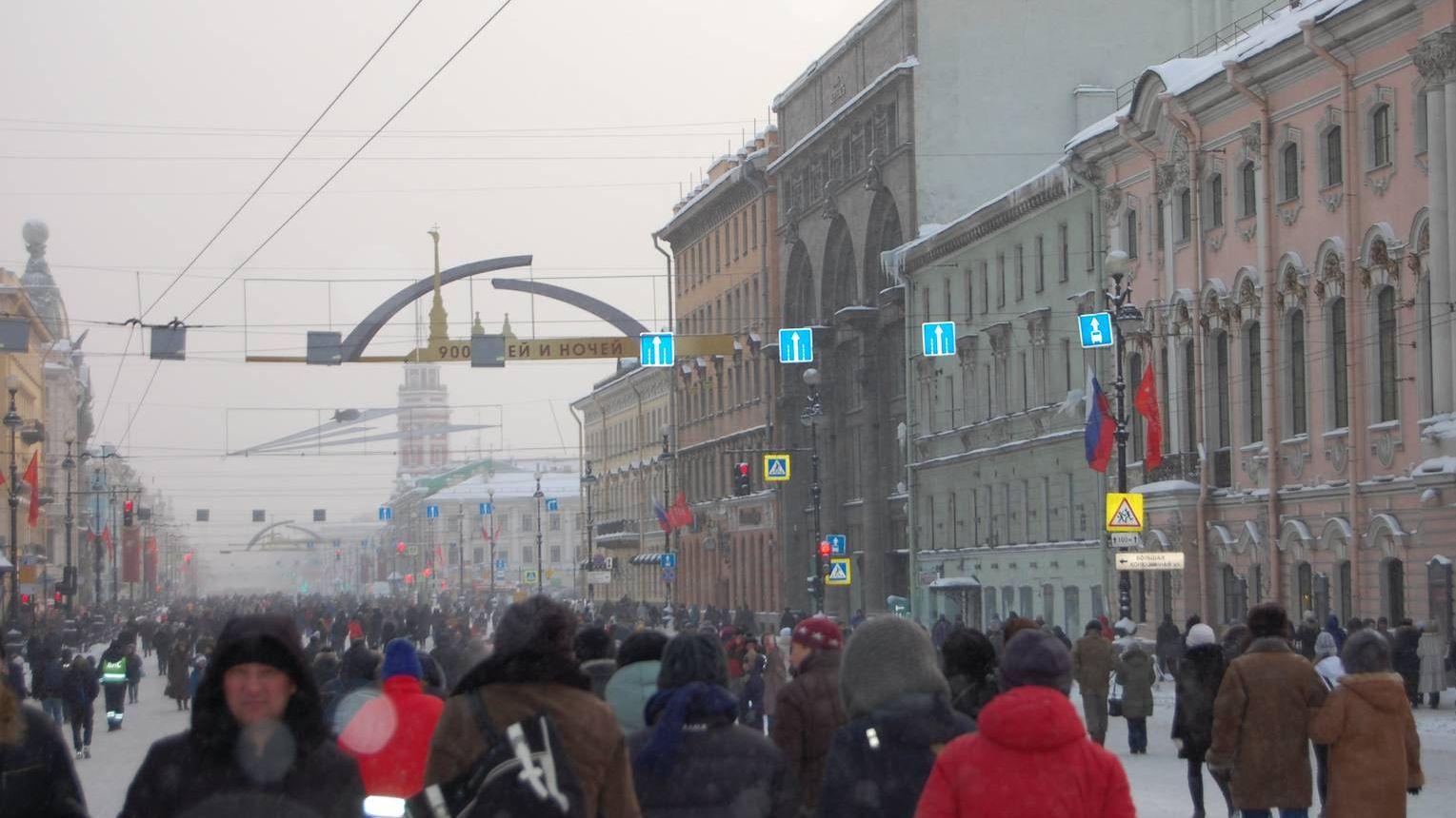 После окончания парада на Дворцовой площади в честь 75-й годовщины полного освобождения Ленинграда от фашистской блокады