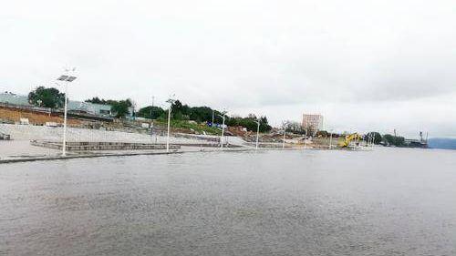 Комсомольск продолжает бороться с наводнением