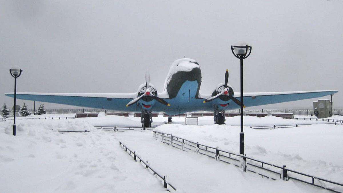 Транспортный самолет ЛИ-2