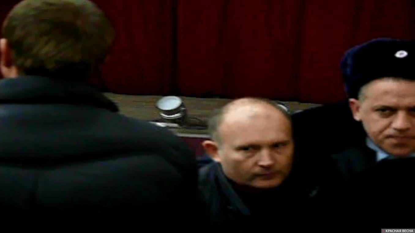 Нападавшего на Алексея Никитина уводит полиция