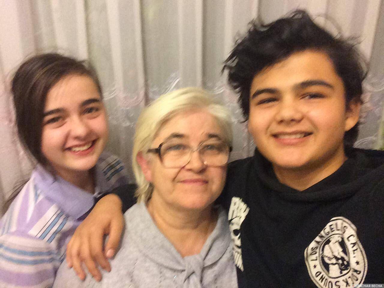 Наталья Георгиевна с внуками