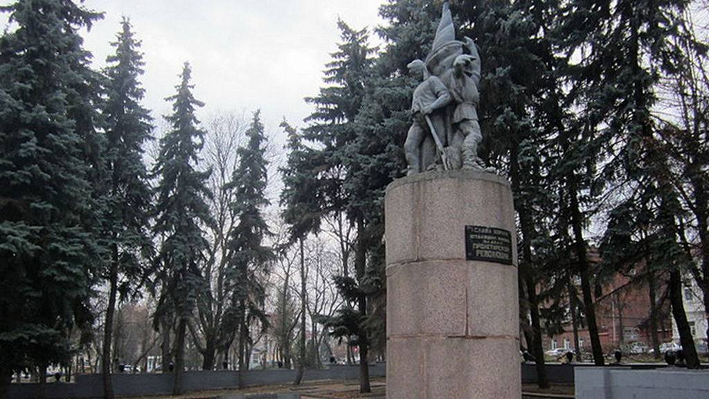 Памятник Борцам революции в Пензе