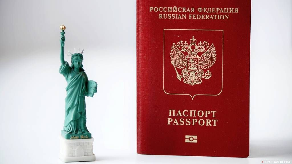 Заграничный паспорт и Статуя Свободы