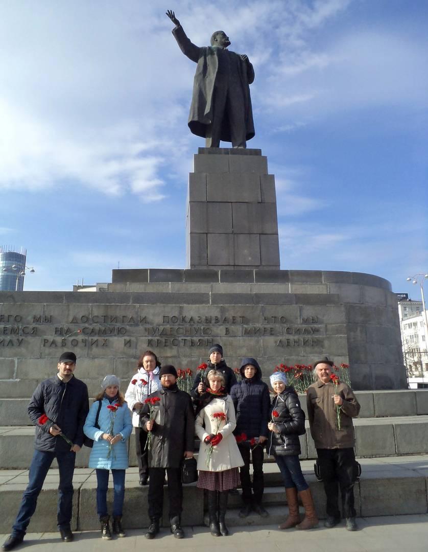 Возложение цветов к памятнику Ленина в Екатеринбурге
