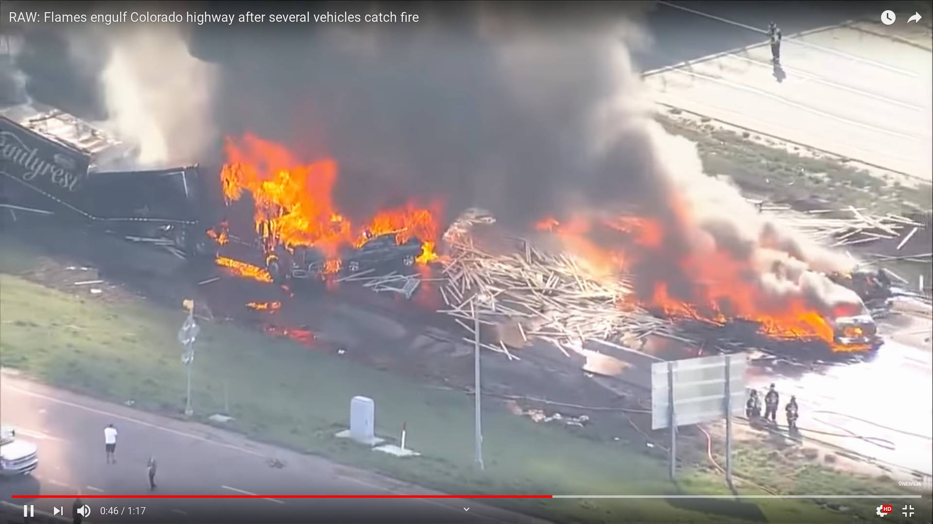 Цитата из видео «RAW: Flames engulf Colorado highway after several vehicles catch fire» пользователя 9NEWS.