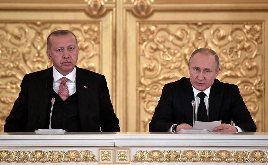 С Президентом Турецкой Республики Реджепом Тайипом Эрдоганом на встрече с представителями деловых кругов России и Турции.