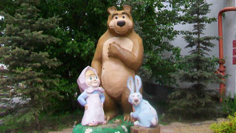 Cкульптура «Маша и Медведь». Екатеринбург.
