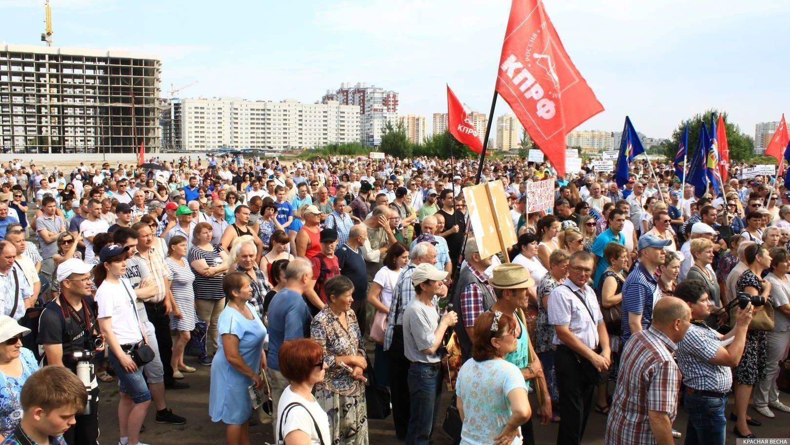 Начало митинга против пенсионной реформы 28 июля 2018 г. в Брянске