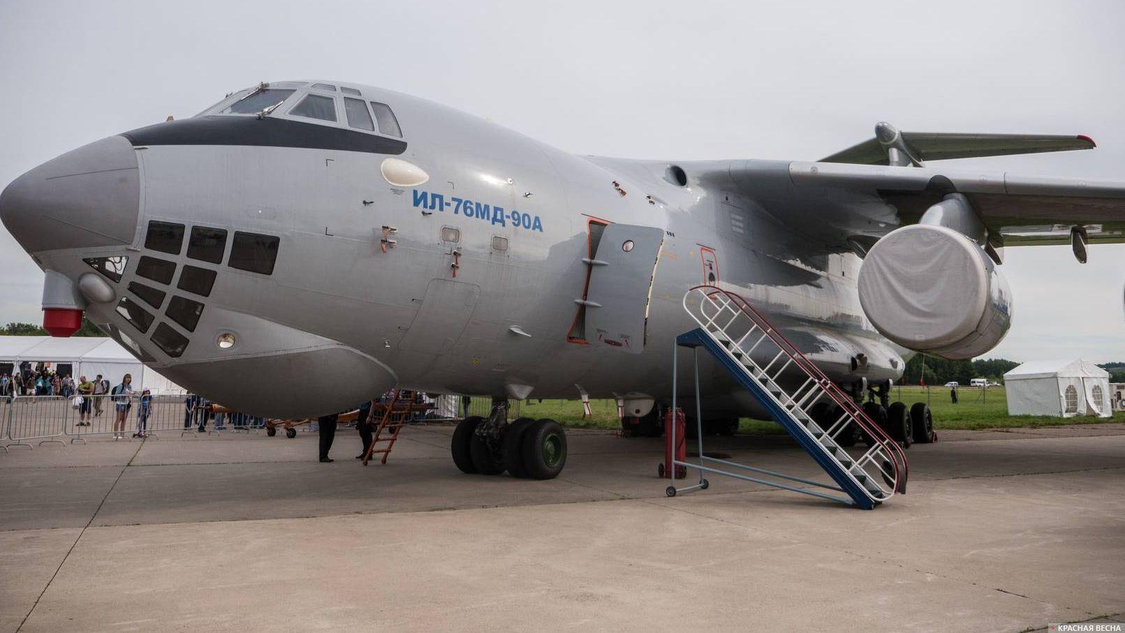 Тяжелый военно-транспортный  самолет Ил-76МД-90А.