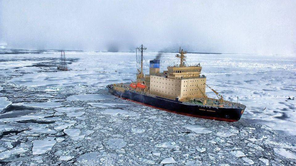 Ледокол в Арктике