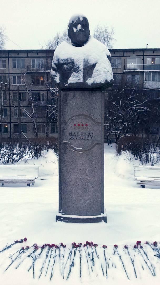 Памятник полководцу Георгию Константиновичу Жукову