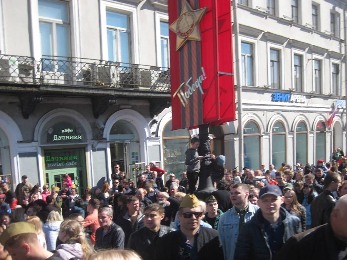 Санкт-Петербург, Невский проспект. Народ, приехавший в центр города утром 9 мая 2019 года