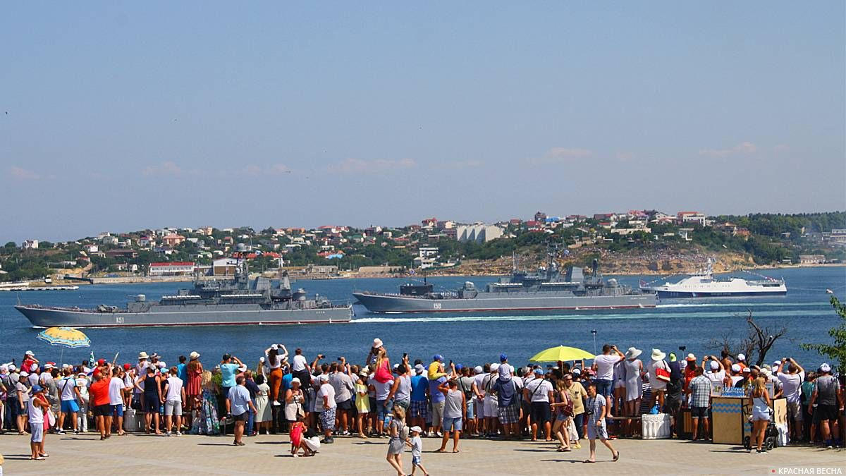 Большой десантный корабль «Азов» и «Цезарь Кунников», парад ВМФ 28.07.2019 Севастополь
