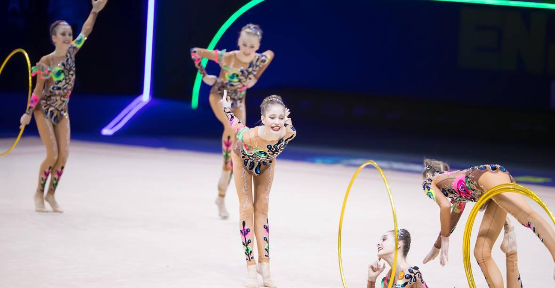 Выступление команды по художественной гимнастике