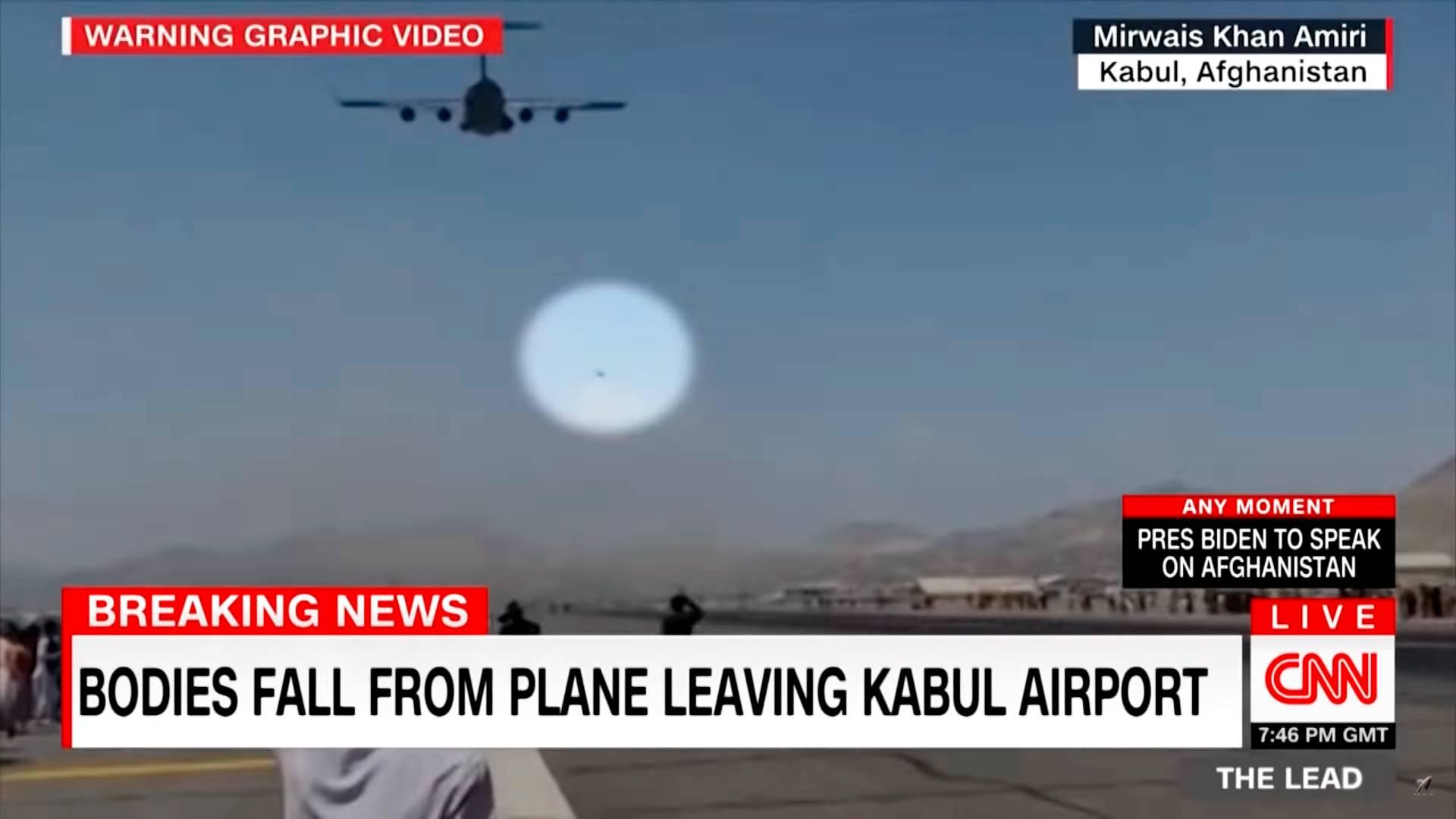«Тела падают с самолета, покидающего кабульский аэропорт» (скриншот видео CNN)