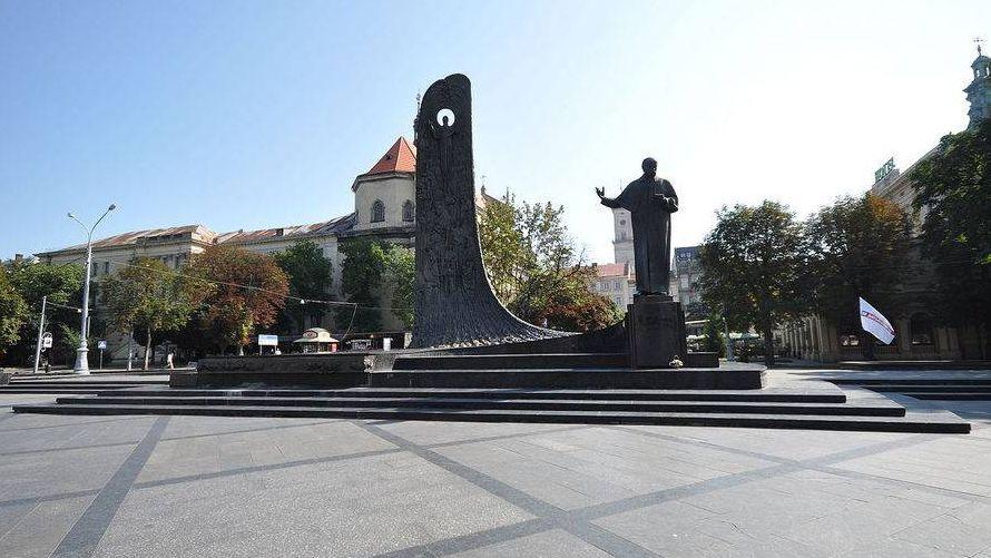 ВЛьвовской области отбили голову монументу  Шевченко