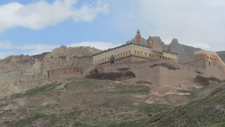 Крепость близ города Догубаязит