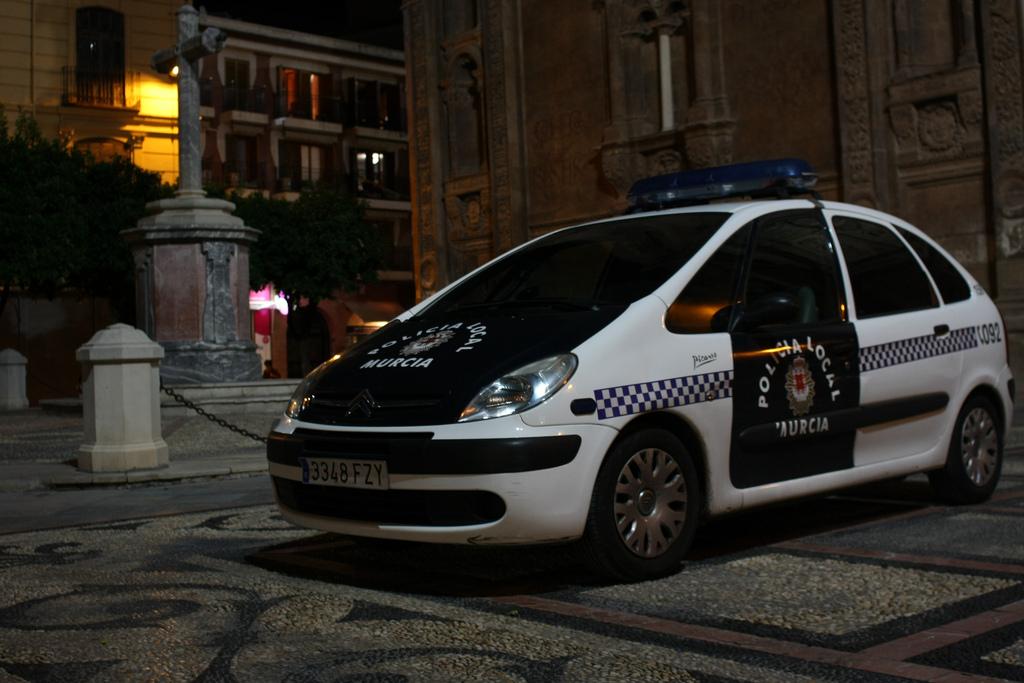 Полиция.автор:Grey World [greyworld], лицензия:CC BY 2.0