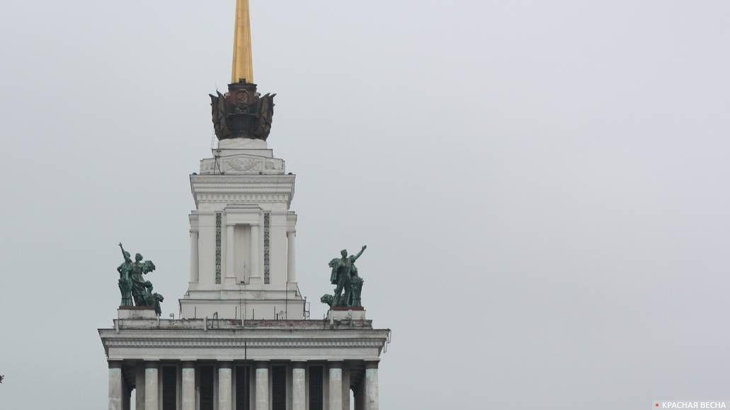 Скульптурные группы «Рабочий» и «Колхозница». ВДНХ. Москва