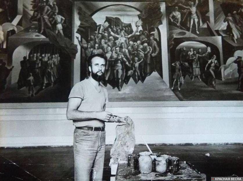 Художник Владимир Волков во время работы над монументальной росписью «Победа»