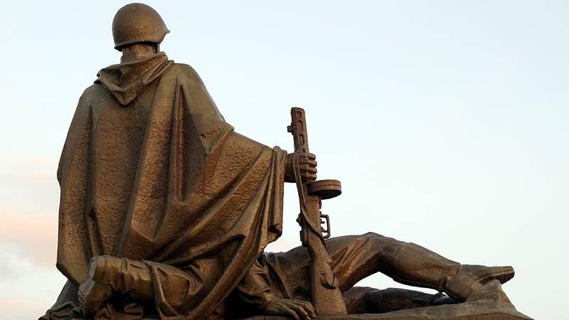Монумент. Советский воин освободитель