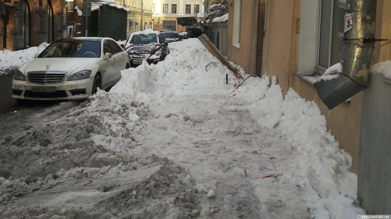 Тротуар на Малом Харитоновском переулке закончился