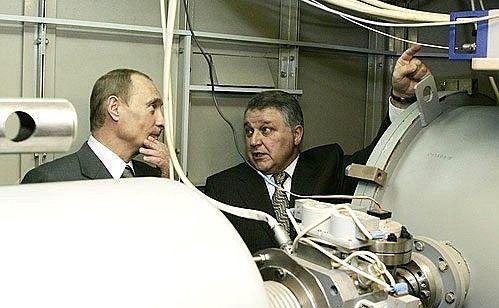 В.В.Путин с директором РНЦ «Курчатовский институт» Михаилом Ковальчуком