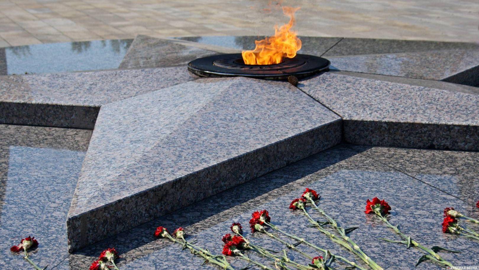 Вечный огонь в Парке Победы. Омск