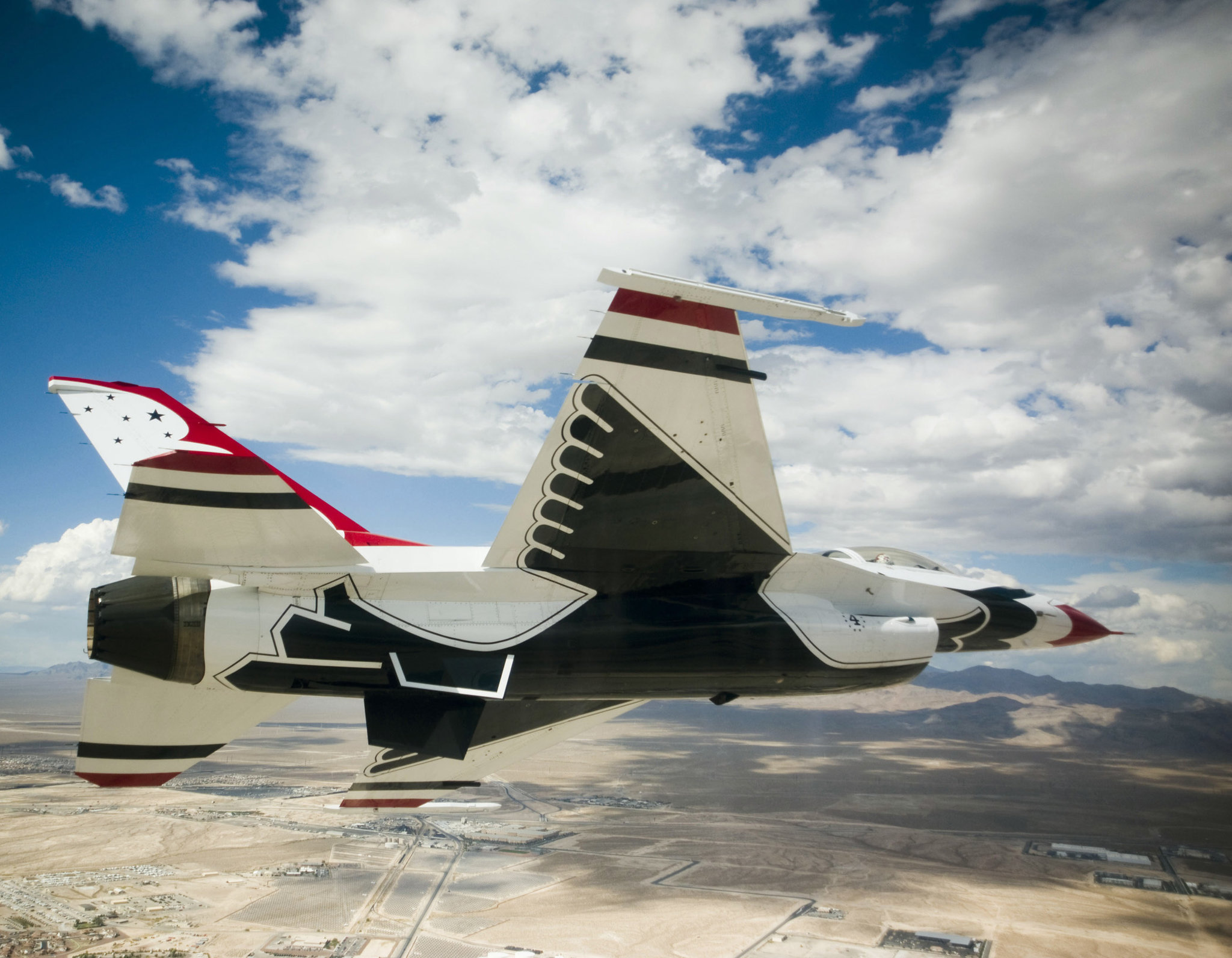 Истребитель пилотажной группы Thunderbirds [(сс) U.S. Air force]