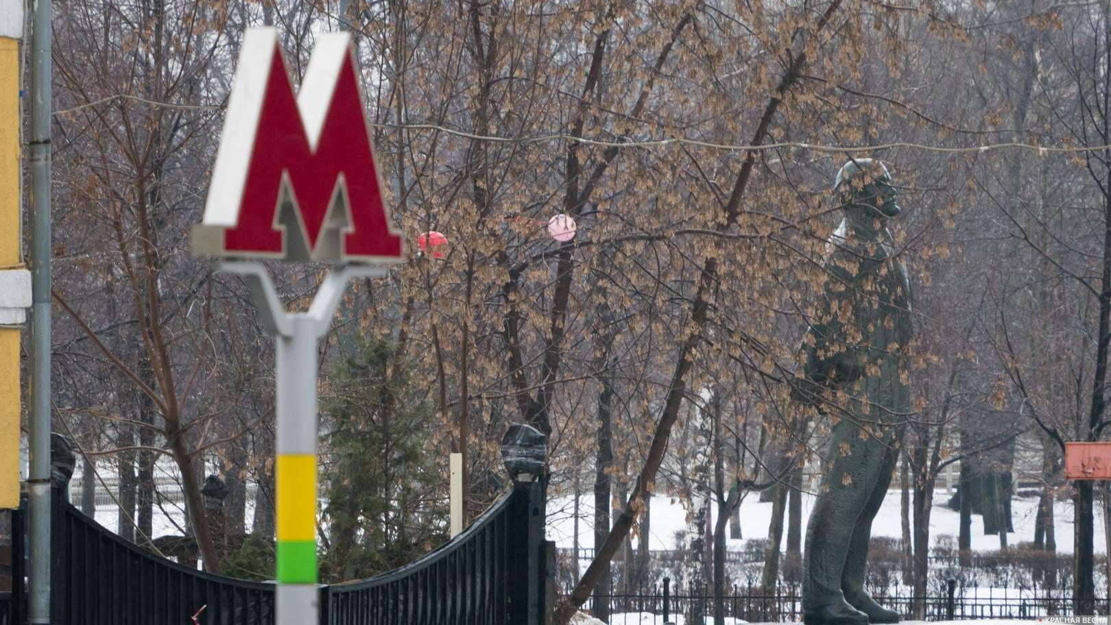 Метро Площадь Ильича. Памятник.