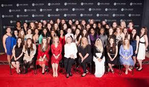 Хиллари Клинтон (в центре) с участницами форума «ANNpower Vital Voices Leadership Forum» в 2013 году