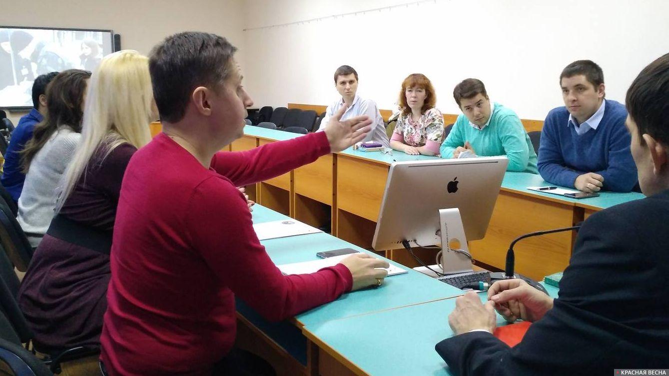 Председатель ОС при Минобре Саратовской обл. Сергей Саратовский комментирует выступление докладчика