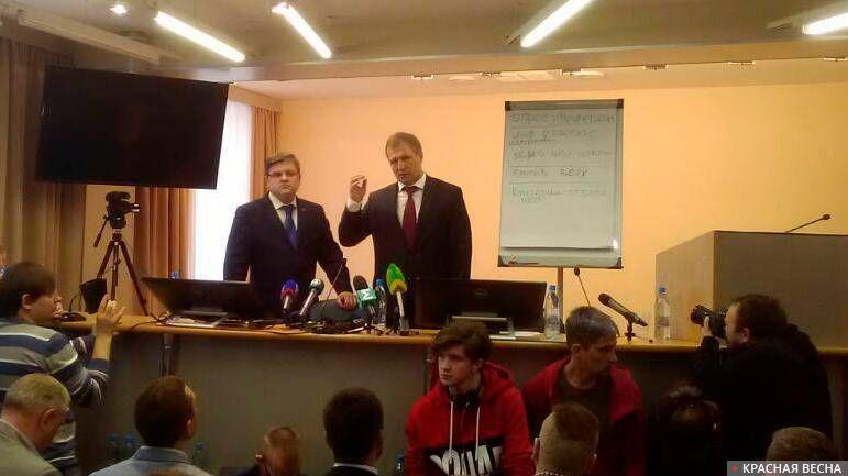 Глава избиркома Екатеринбурга Илья Захаров и глава гордумы Екатеринбурга Игорь Володин