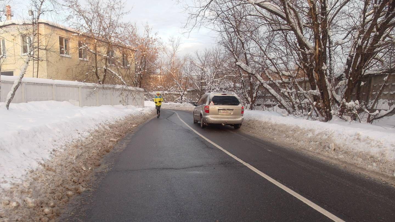 Москва. Новогиреево. Улица Новотетёрки. Тротуар засыпан снегом.