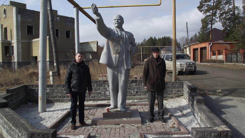 Памятник Ленину в поселке Лесной около г. Миасс Челябинская область.