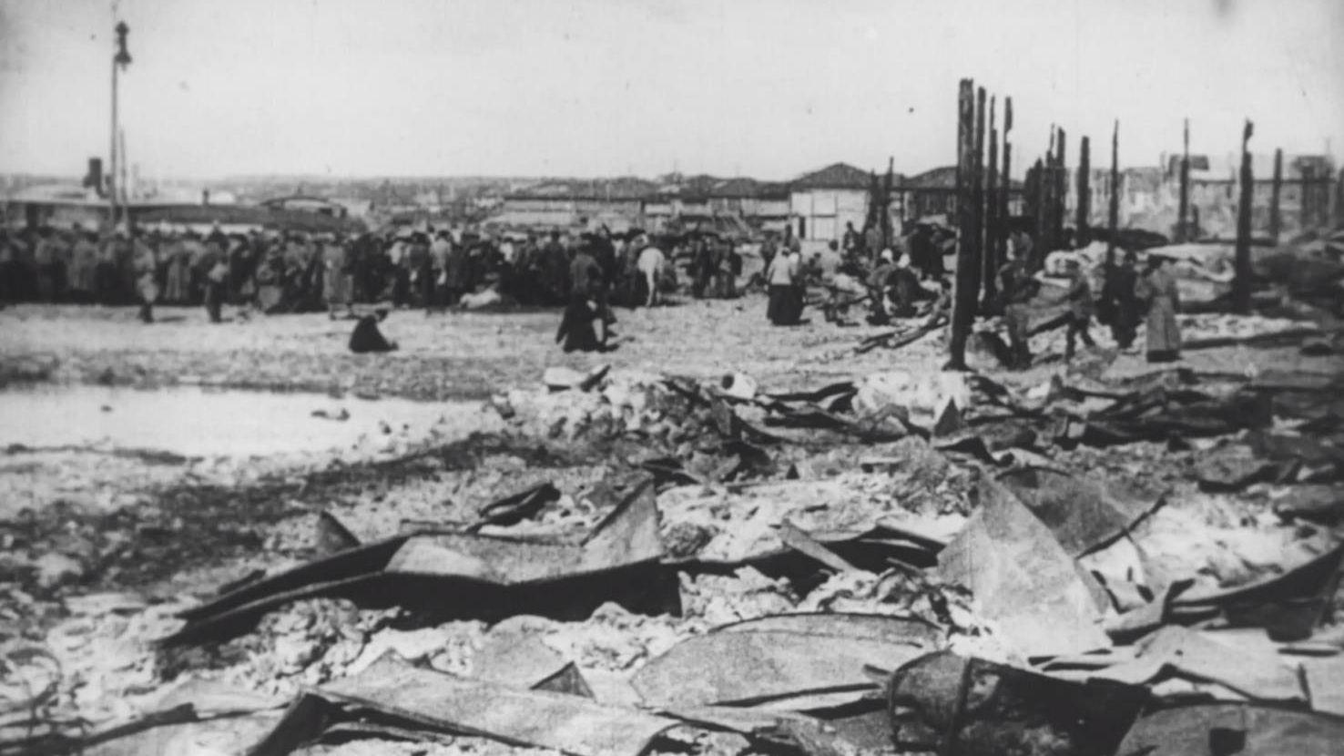 Пристань в Казани после боев с белочехами, кадр фильма «Годовщина революции»реж.. Дзиги Вертова.
