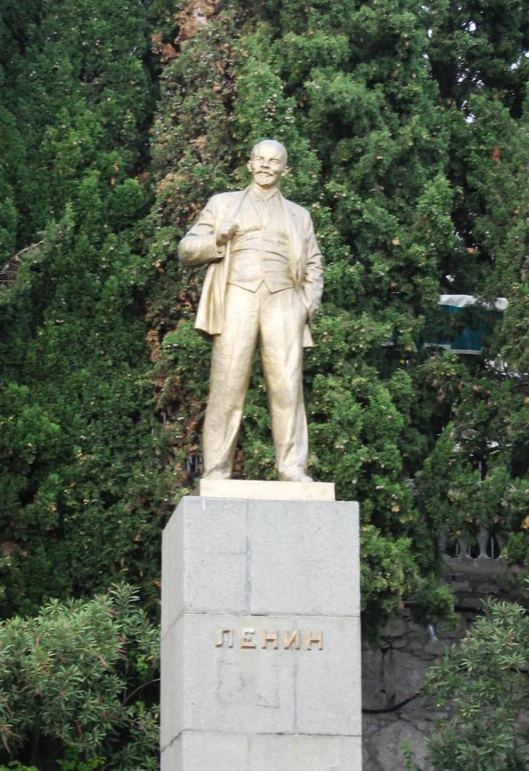 Памятник Ленину. Алупка