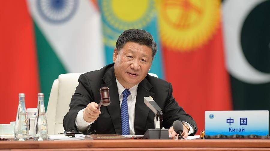 Си Цзиньпин выступает с речью на 18-м заседании Совета глав государств-членов ШОС