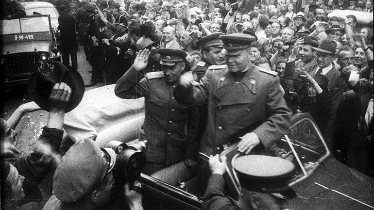 И. С. Конев в спасённой Праге, 1945 год