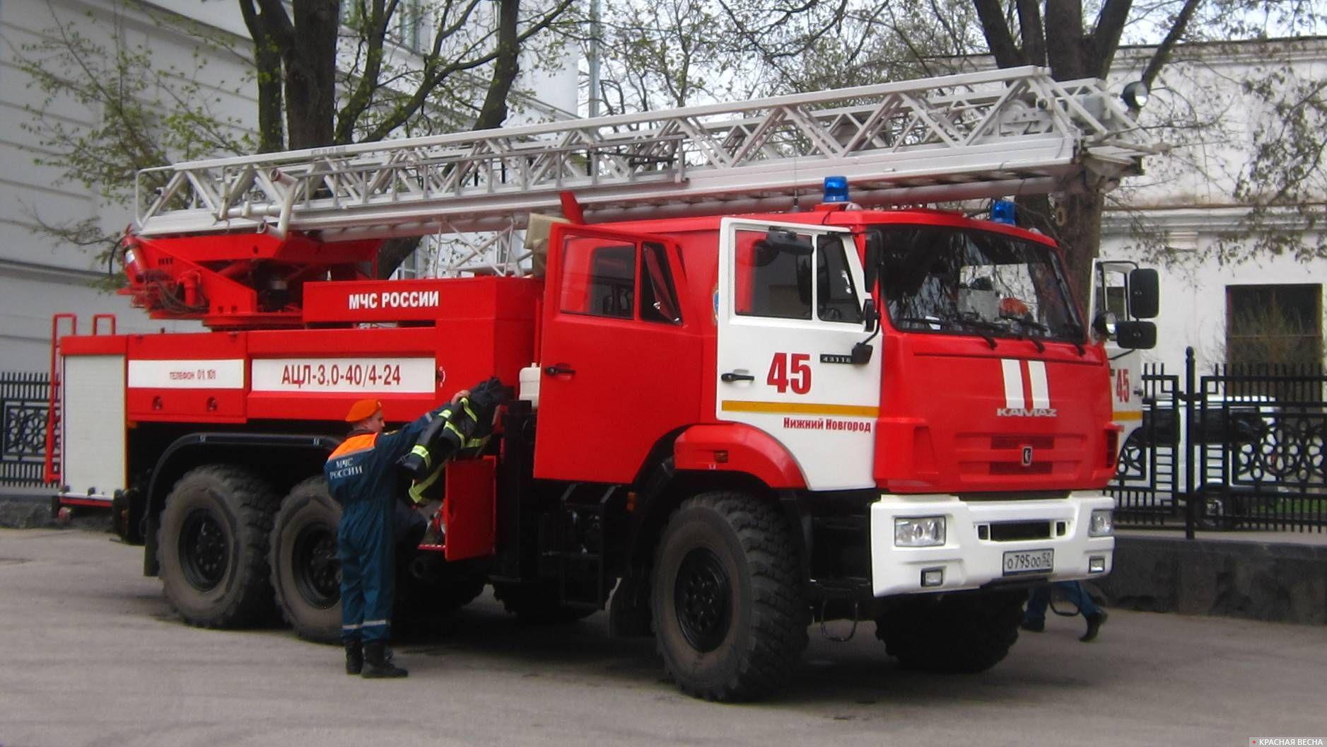Автоцистерна пожарная с лестницей АЦЛ-3.0-40_4-24